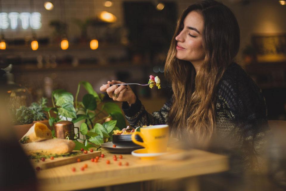 giovani adolescenti, mangiare sano a casa